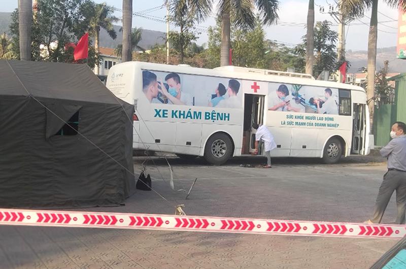 Xe khám bệnh lưu động của JVC tại Bệnh viện đa khoa Cẩm Phả.