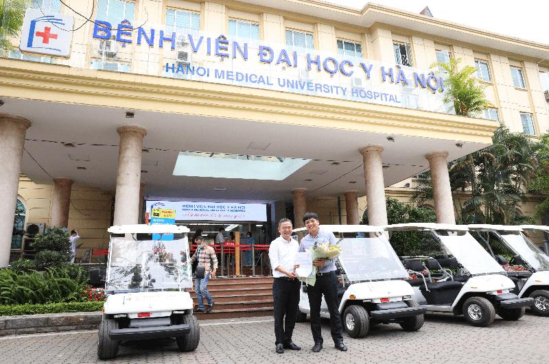 JVC trao tặng 05 xe ô tô điện cho Bệnh viện Đại học y Hà Nội